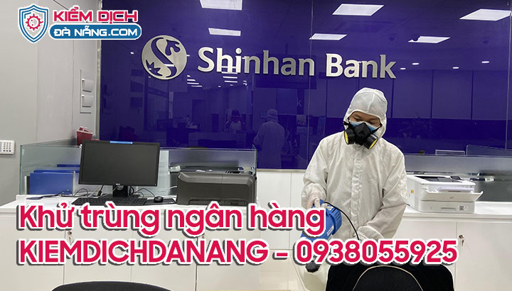Phun khử khuẩn ngân hàng